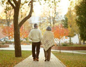 Avantages de la marche à pieds pour personnes âgées